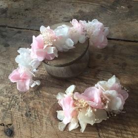 Diadema y peineta en tonos rosa