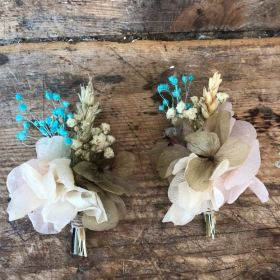 Prendidos de flor preservada