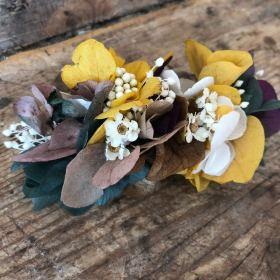 Peineta de flor preservada en tono mostaza