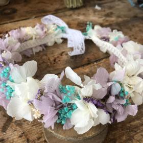 Corona Entera en flor preservada en tonos malvas