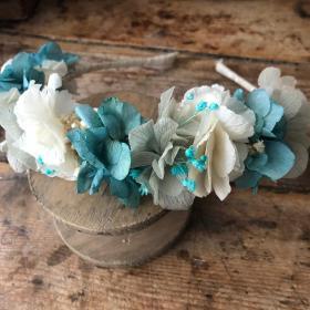 Diadema en flor preservada en tonos azules