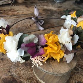 Media Corona en flor preservada i tonos mostaza