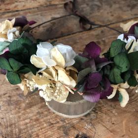 Media Corona en tonos silvestres y flor preservada