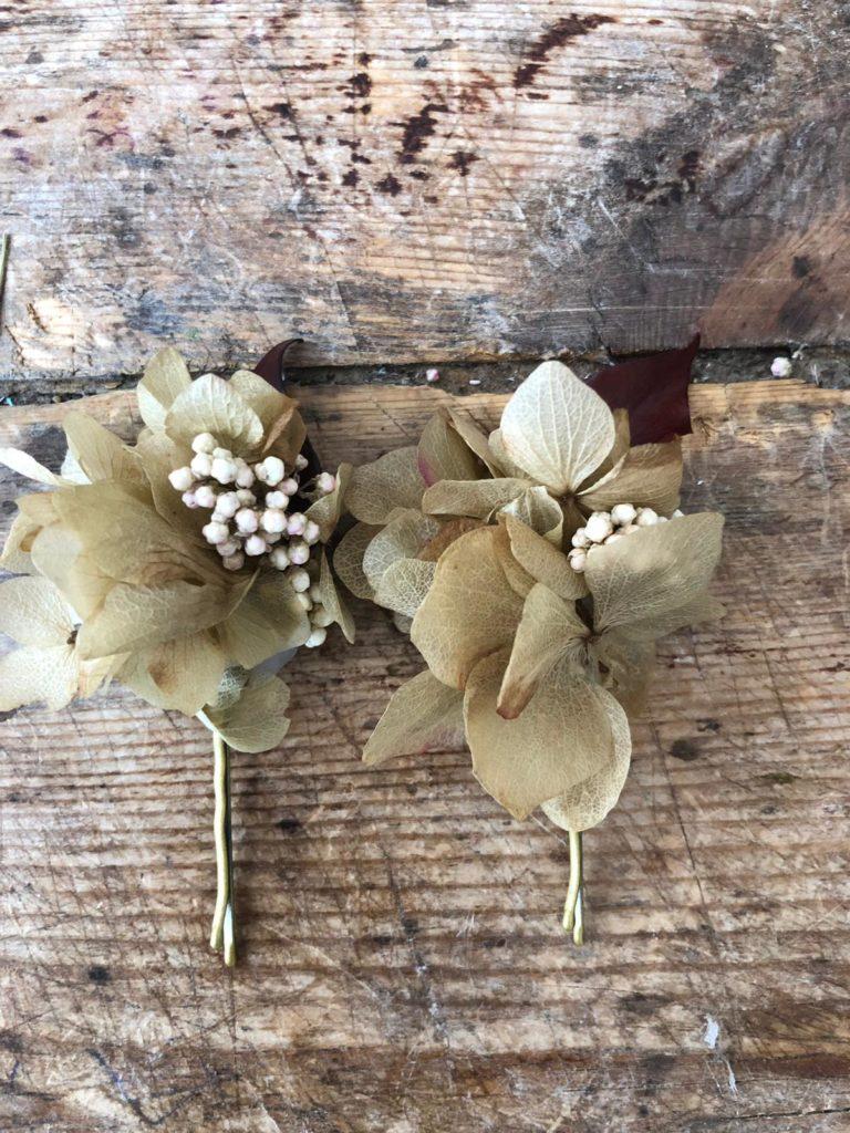 Orquillas en flor preservada en tonos rústicos