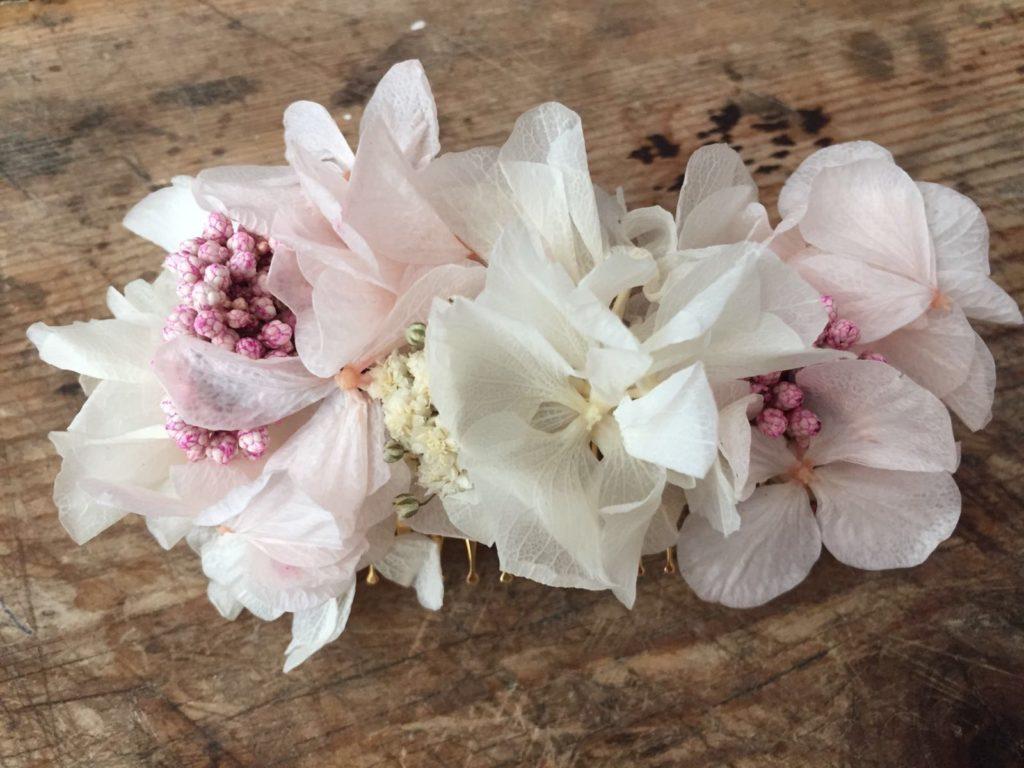 Peineta en flor preservada rosa pastel