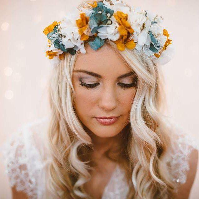Corona flor azulada