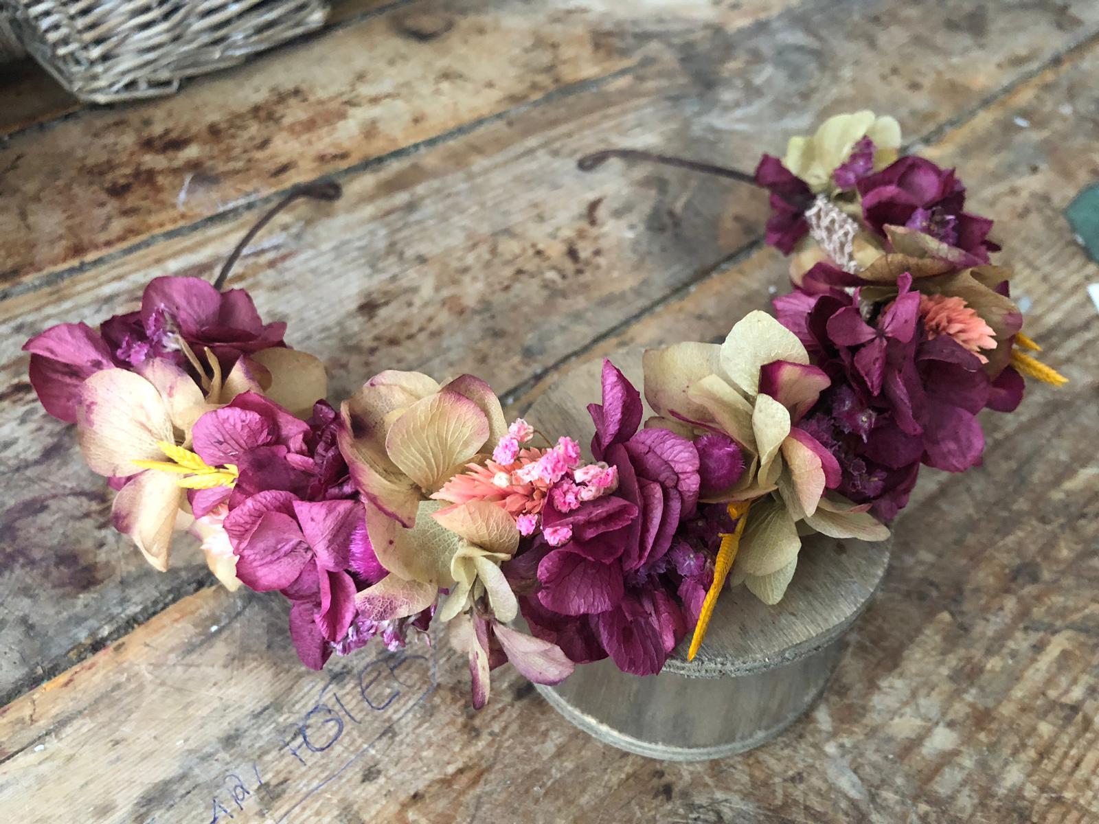 Media corona en flor preservada silvestre
